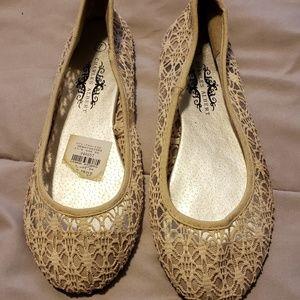Shoes - Size 7 cream color flats